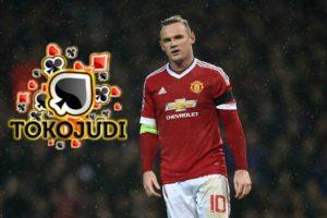 Wayne Rooney kembali menjadi fokus tajuk utama pemberitaan di Inggris dengan alasan yang salah. Rooney tertangkap kamera sedang mabuk saat bersama timnas Inggris akhir pek